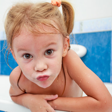 Mädchen im Bad