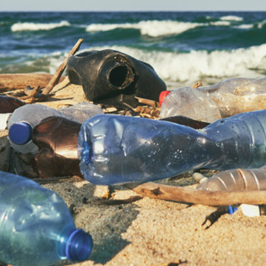 Strand mit Plastik